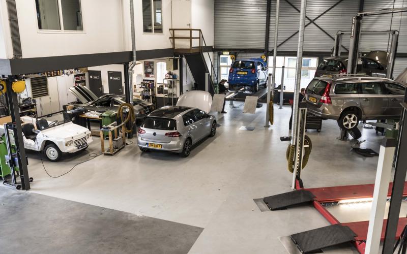 De werkplaats van AutoCrew Rietbergen