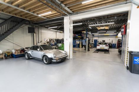 De werkplaats van Kettenis Auto's
